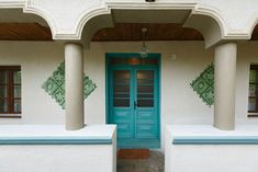 In vizita la Alina, Marius si Micha Traditional Decor, Traditional House, Sala Grande, Design Case, Log Homes, House Colors, Gazebo, Barn, Outdoor Structures