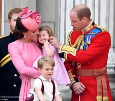 The Duke and Duchess of Cambridge with their children Prince George and Princess Charlotte, join HM Queen Elizabeth II and the Duke of Edinburgh on the balcony of Buckingham Palace for the Trooping the Colour on June MUST CREDIT I-IMAGES / DIIMEX. Princess Kate, Princess Katherine, Prince And Princess, Princess Eugenie, William And Kate Kids, Prince William Et Kate, Prince Harry And Meghan, Princesa Charlotte, Prince Georges