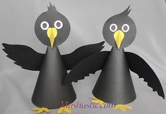 Easy paper crows for kids Bird Paper Craft, Paper Plate Crafts For Kids, Paper Birds, Bird Crafts, Paper Crafts For Kids, Animal Crafts, Diy Arts And Crafts, Cup Crafts, Fall Crafts