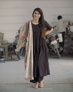 Another basic black anarkali spotting! Mitali is a dentist who loves her ethnic wear - dupattas and silver jewelry being her favorite. Ladies Suits Indian, Indian Attire, Indian Outfits, Black Kurti, Black Anarkali, Classy Summer Outfits, Casual Outfits, Stylish Dresses, Simple Dresses