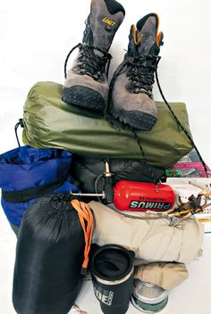 Conseils pratiques pour bien faire son sac à dos pour la randonnée et le trek. Liste des équipements pour remplir son sac de trekking Sac A Dos Trek, Sac Trekking, Nepal, Outdoor Gadgets, Survival Backpack, New Zealand Travel, Road Trip Usa, Camping Equipment, Bushcraft