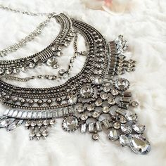 Glamorous Over The Top Statement Necklace #glam #fashion #silvernecklace #statementnecklace #necklace - 27,90 € @happinessboutique.com