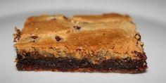 Himmelsk brownie med både hvid og mørk chokolade, og en dejligt sej konsistens.