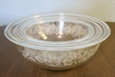 These 1980s Vintage Pyrex 322, 323, 325 Colonial Mist Clear Bottom Glass Nesting Set of 3 Mixing Bowls would make a fantastic housewarming or wedding present! -Small bowl: 7 diameter and stands 3tall -Medium bowl: 8.25 diameter and stands 3.375 tall -Large bowl: 9.75 diameter and stands 3.75 tall -In good vintage condition with no chips, cracks, crazing or discolorations -Made in the USA by Pyrex in the 1980s and has Pyrex backstamp on the bottom rim of each bowl -Minor wear and scratches on ... Vintage Dishware, Vintage Pyrex, Small Bowl, Large Bowl, Have A Beautiful Day, Mixing Bowls, Bowl Set, White Flowers, Mists