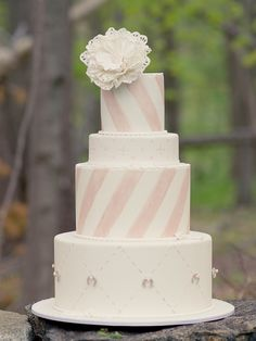 Pink stripe wedding cake and lucky horse shoes.
