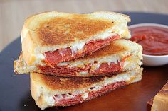 Pepperoni Pizza Grilled Cheese: Dip a pepperoni and mozzarella grilled cheese into marinara sauce for a quick pizza fix.  Source: Blog Chef