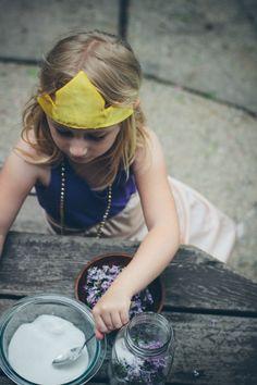 making lilac sugar | the vanilla bean blog