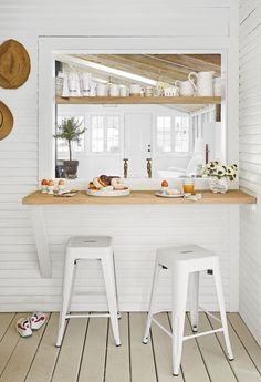 Decor and Design Breakfast Nook Ideas That Will Start Your Day Off Right Body Jewelry and Today's St Kitchen Pass, Kitchen Nook, Kitchen Decor, Pass Through Kitchen, Kitchen Shelves, Kitchen Ideas, Kitchen Breakfast Nooks, Small Breakfast Nooks, Breakfast Nook Furniture