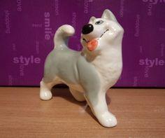 Статуэтка собака  Хаски. Высота 11,5 см, длина 12 см. Фаянс.