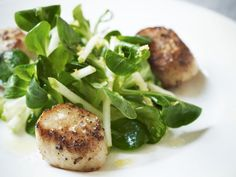 A delicious summertime pan-fried scallops with crunchy apple salad, a Gordon Ramsay recipe.  Cheers, Chococurb