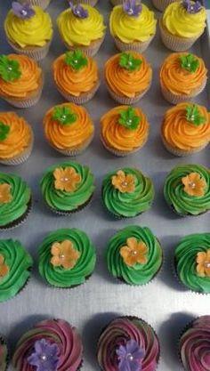 Hawaii themed cupcakes
