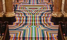 Дизайнер пёстро разукрасил пол старинного дворца фото 2