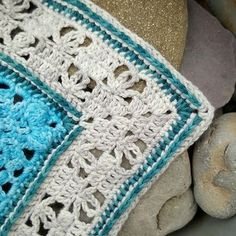 A beautiful border can make wonders for a blanket or a granny square! It's not only the artistic effect, you can put a pretty edge on just about anything and it looks great; a border can be used to grow the size of individual squares and to make them bigger. Banksia Border by Dedri Uys …