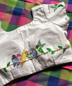 Discover thousands of images about Embroidered love birds Blouse – VIKA Boutique Simple Blouse Designs, Stylish Blouse Design, Saree Blouse Patterns, Fancy Blouse Designs, Designer Blouse Patterns, Blouse Neck Designs, Blouse Designs Embroidery, Simple Blouse Pattern, Kalamkari Blouse Designs