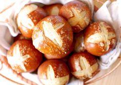 Pretzel Rolls | Deliciously Yum!