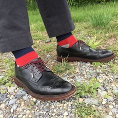 Classic black @grantstone longwings with my @stolenriches burgundy laces and @winnerscirclefashion socks   #grantstone #bananarepublic #winnerscirclefashion