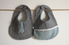 Bavoir garcon naissance garcon réversible cravate et étoile / turquoise et gris