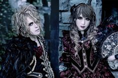 「CDを100万枚売ろうが一生音楽できるっていう保証はない時代」KAMIJO×HIZAKI  Versailles復活直前インタビュー