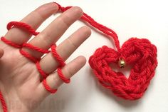 We love Finger Knitting and are always looking to create new and easy ways to use Finger Knitting in our projects. We love this Finger Knitting Heart!