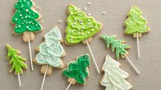 Christmas Tree Cookie Pops From: Betty Crocker Make a cookie tree forest with these Christmas tree cookies baked on paper lollipop sticks! Cute Christmas Cookies, Best Christmas Cookie Recipe, Holiday Cookies, Christmas Baking, Christmas Treats, Christmas Recipes, Christmas Goodies, Christmas Cupcakes, Holiday Desserts