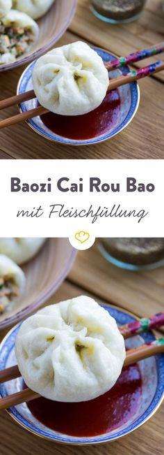 Baozi Cai Rou Bao - Steamed dumplings with meat vegetables .- Baozi Cai Rou Bao – Gedämpfte Teigtaschen mit Fleisch-Gemüse-Füllung Baozi – steamed dough pieces made from yeast dough with meat and vegetables are a classic of Chinese cuisine. Pork Chop Recipes, Meatloaf Recipes, Fish Recipes, Asian Recipes, Chinese Recipes, Chinese Food, Smoothies Vegan, Smoothie Recipes, Carne