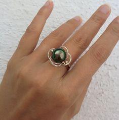 Bague fleur - Un matin de rosé - Perle de Tahiti, or blanc, diamants Pearl Ring, Jewelery, Gemstone Rings, Hairstyles, Engagement Rings, Gemstones, Pearls, Silver, Outfits
