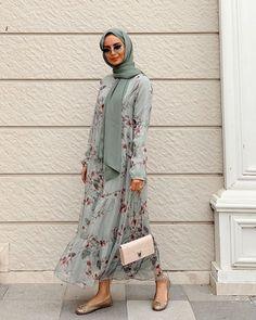 Betl gedik on bugnden todayslook ootd whatiworetoday tapfordetails hilaloguzkan fashion hijab style ootd ideas for 2019 Modern Hijab Fashion, Hijab Fashion Inspiration, Abaya Fashion, Muslim Fashion, Modest Fashion, Fashion Outfits, Vogue Fashion, Tops Outfit, Casual Hijab Outfit