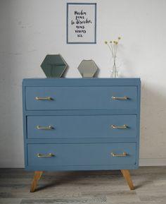 Upcycled Furniture, Furniture Decor, Painted Furniture, Furniture Design, Retro Lounge, Mid Century Modern Bedroom, Bedroom Decor, Interior Design, Home Decor