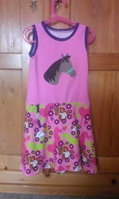 Eine große Pferdeapplikation ziert dieses tolle Sommerkleidchen Kikky von Ki-ba-doo genauso wie unseren neuen Baumwolljersey Bibi