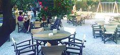 5 παραδεισένια καφέ για οικογένειες Outdoor Tables, Outdoor Decor, Athens, Stuff To Do, Outdoor Furniture Sets, Places To Go, Patio, Table Decorations, Kids