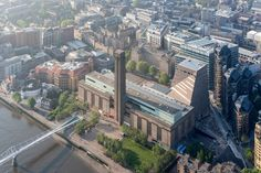 Tate Modern —el museo tenía muchas ganas de quitar el 'the' de su nombre oficial— es la materialización de las transformaciones geográficas y culturales que Londres...