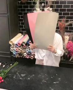 Candy Bouquet Diy, Flower Bouquet Diy, Bouquet Wrap, How To Wrap Flowers, Diy Flowers, Paper Flowers, Exotic Flowers, Flowers Garden, Purple Flowers