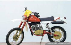 Discover upcoming auctions for classic and collectors cars, motorcycles, watches, design and collectibles on Classic Driver. Enduro Vintage, Vintage Motocross, Vintage Bikes, Vintage Motorcycles, Cars And Motorcycles, Classic Bikes, Classic Cars, Dirtbikes, Bike Design