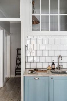 A cozy blue kitchen - via Coco Lapine Design blog