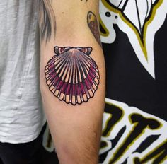 Colorful Scallop Shell by Fede Piercing Tattoo, Piercings, Body Art Tattoos, Sleeve Tattoos, Tatoos, Seashell Tattoos, Geniale Tattoos, Creative Tattoos, Tattoo You