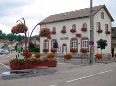 hanging flower bouquet Atech.pl-eu Flower Boxes, Malaga, Entrance, Bouquet, Mansions, House Styles, City, Garden, Plants
