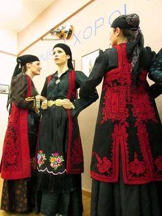 Ζαγορίσιες γυναικείες φορεσιές Ancient Greek, Greece, Victorian, Dresses, Fashion, Greece Country, Vestidos, Moda, Fashion Styles