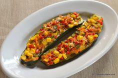Dovlecei la cuptor umpluti cu legume mexicane. O reteta vegetariana simpla si ieftina de dovlecei umpluti si gratinati cu cascaval. Se pot folosi si legume