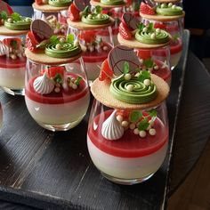 strawberry and mint verrine by Its so beautiful! Creative Desserts, Fancy Desserts, Gourmet Desserts, Delicious Desserts, Dessert Recipes, Zumbo Desserts, Dessert Shots, Dessert Cups, Good Food