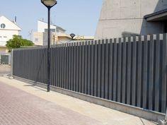 Imagen relacionada Boundary Walls, Patio Doors, Garage Doors, Iron Gates, Fence Design, Back Doors, Outdoor Furniture, Outdoor Decor, Floor To Ceiling Windows