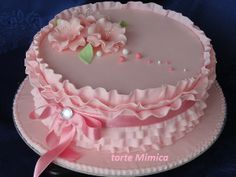 52 Ideas Cupcakes Pink Frosting Valentines Day For 2019 Fondant Frosting Recipe, Pink Frosting, Fondant Cupcakes, Cake Icing, Frosting Recipes, Cupcake Cakes, Beautiful Wedding Cakes, Beautiful Cakes, Amazing Cakes