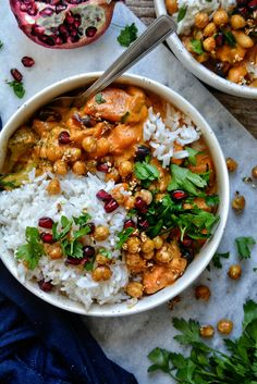 Curry Thaï Patates Douces, Pois Chiches Croquants / Sweet Potato Curry with Crispy Sesame Chickpeas Vegetarian Recipes Easy, Veggie Recipes, Asian Recipes, Cooking Recipes, Healthy Recipes, Curry Recipes, Sweet Potato Curry, Healthy Menu, Vegan Meal Prep