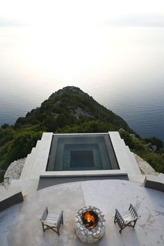 An inverted pyramid water pool is suspended 300 meters above Myrtos, a world-famous beach in Kefalonia, Greece. Villa Althea is a gem, set amidst steep mountains and tall cliffs. (via Beyond Spaces Villas) Jacuzzi, Spa Design, Design Ideas, Design Trends, Villa Design, Design Hotel, Design Inspiration, Design Layouts, House Design