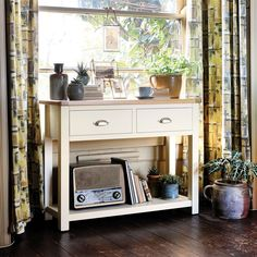 Sussex Painted Console Table, Two Tone Painted Country Lounge, Country Style Living Room, Modern Country Style, Country Charm, Hallway Furniture, Dining Room Furniture, Painted Furniture, Hallway Inspiration, Living Room Inspiration
