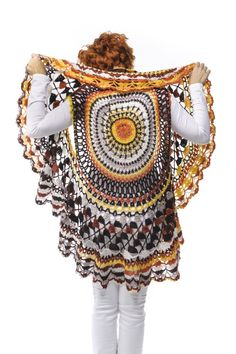Crochet Mandala, Knit Crochet, Diy Clothes Design, Forma Circular, Poncho Sweater, Boho Shorts, Captain Hat, Bohemian, Knitting