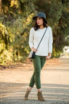 What to wear with olive green pants - Visit Stylishlyme.com for more outfit inspiration and style tips