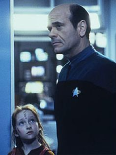 Star Trek Voyager - The Doctor (Robert Picardo) and Naomi Wildman (Scarlett Pomers). Star Trek Voyager, Star Trek Tos, Naomi Wildman, Robert Picardo, Watch Star Trek, Captain Janeway, United Federation Of Planets, Star Trek Images, Star Trek Characters