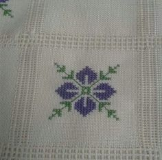 This Pin was discovered by Öze Cross Stitch Borders, Modern Cross Stitch Patterns, Cross Stitch Flowers, Cross Stitch Designs, Cross Stitching, Cross Stitch Embroidery, Crochet Flower Patterns, Beading Patterns, Hand Embroidery Designs
