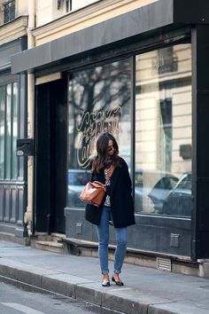 Outfit: Wearing good old skinny jeans and ballet flats in Paris