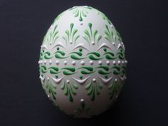 Set of 3 Decorated Green Chicken Eggs Drop Pull por EggstrArt